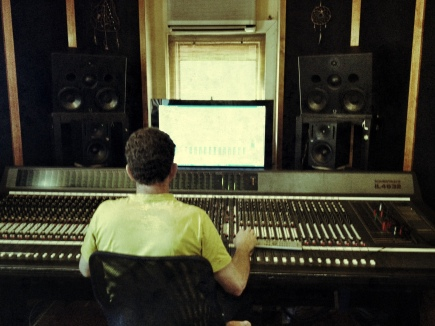 Jürgen mixing at sunset studios